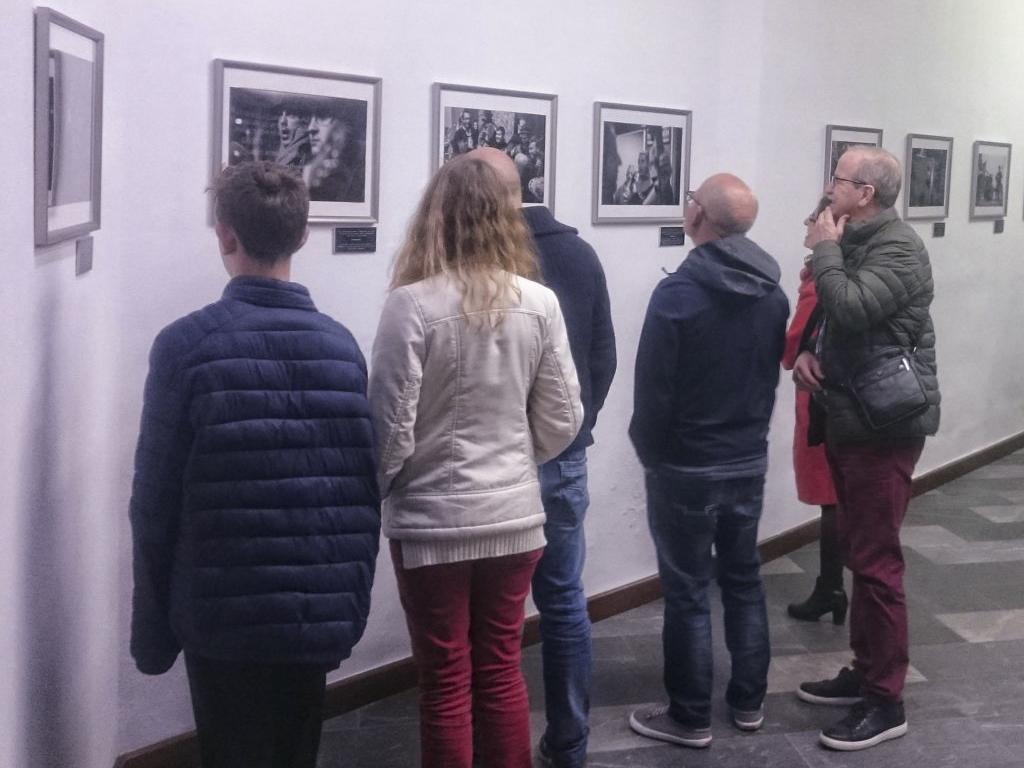Visitantes exposición 70 años de Navidad